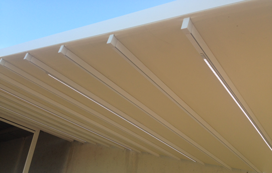 Sistema de iluminaci n led para toldo corredero for Perfiles de aluminio para toldos correderos