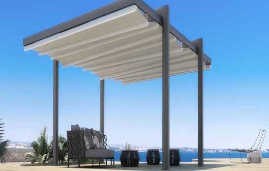 Pergola à 4 piliers recommandée pour couvrir de grands espaces.