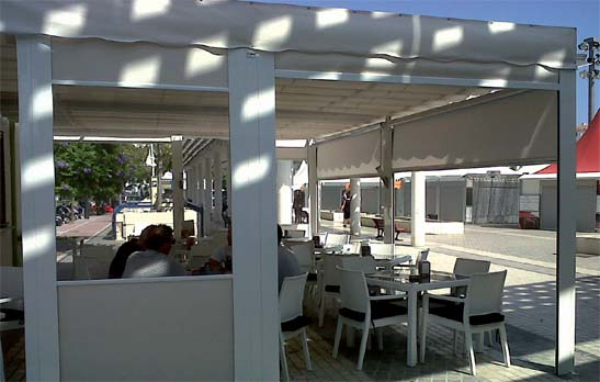 <B>1013</B> Vertical Awning with guides