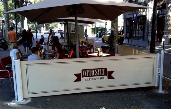 <B>1017</B> Side screen awning with tension