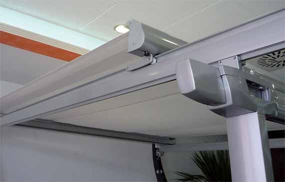 Toldo veranda para cubrir superficies horizontales for Veranda con caminetto a gas schermato