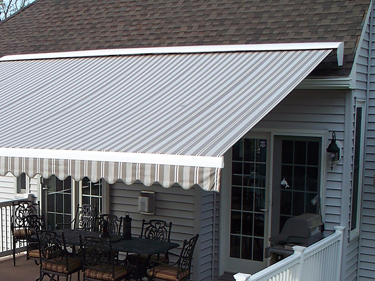 Protective cap for awning